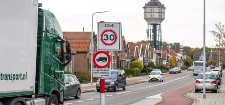 Veel vrachtwagenchauffeurs hebben maling aan verbod om door Goese straat te rijden