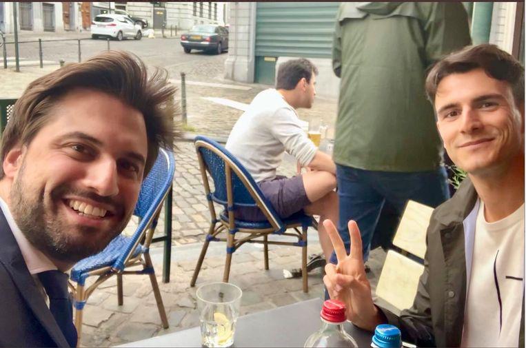 Georges-Louis Bouchez (MR) en Conner Rousseau (sp.a) deze zomer: onderhandelen op een terras én werken aan je imago op Twitter.   Beeld twitter