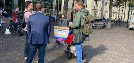 Actie op het Plein: 'Nederland moet meer vluchtelingen opvangen, huidige Moriadeal is niet goed genoeg'
