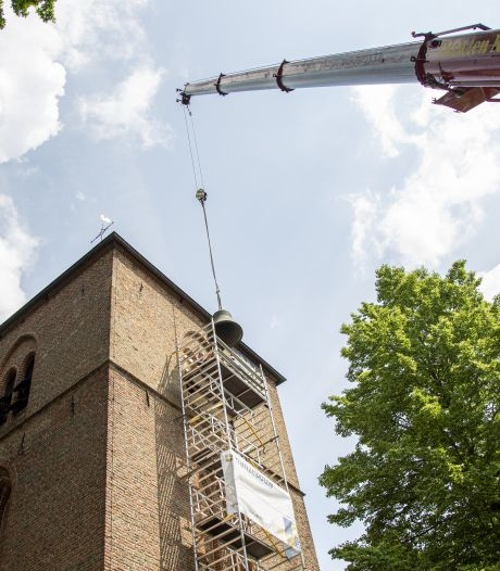 Kerkklokken beieren vanaf maandag weer in centrum van Hellendoorn, na restauratie van vier maanden