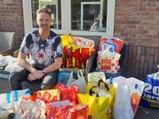 Volkszanger Martin van Doorn doet een 'Wesley Sneijdertje' en zamelt boodschappen in voor de voedselbank