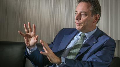 """Bart De Wever: """"Mensensmokkel is nieuwe drugs, Europese grenzen moeten dicht"""""""