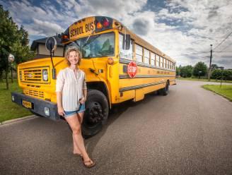"""Limburgse Christel (42) woont in Amerikaanse schoolbus: """"Eropuit trekken? Dat zit gewoon in mij"""""""