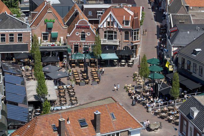 Eén van de 15 leuke dingen op de 'vrolijke bucketlist' die Oldenzaal Promotie heeft gemaakt voor Oldenzalers die deze vakantie thuis blijven: verras de terrasgangers in de binnenstad eens en zing uit volle borst het 'Oh, Oldenzaal' vanuit 't Lood'n Bönneke.