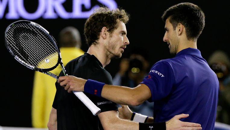 Andy Murray (L) en Novak Djokovic na de finale van de Australian Open. Beeld AP