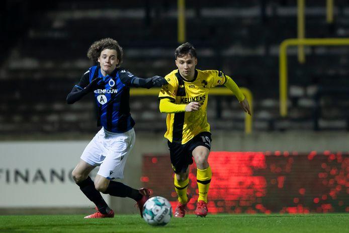 Liersespits Emile Samyn in actie tijdens één van de vorige ontmoetingen met de beloften van Club Brugge.
