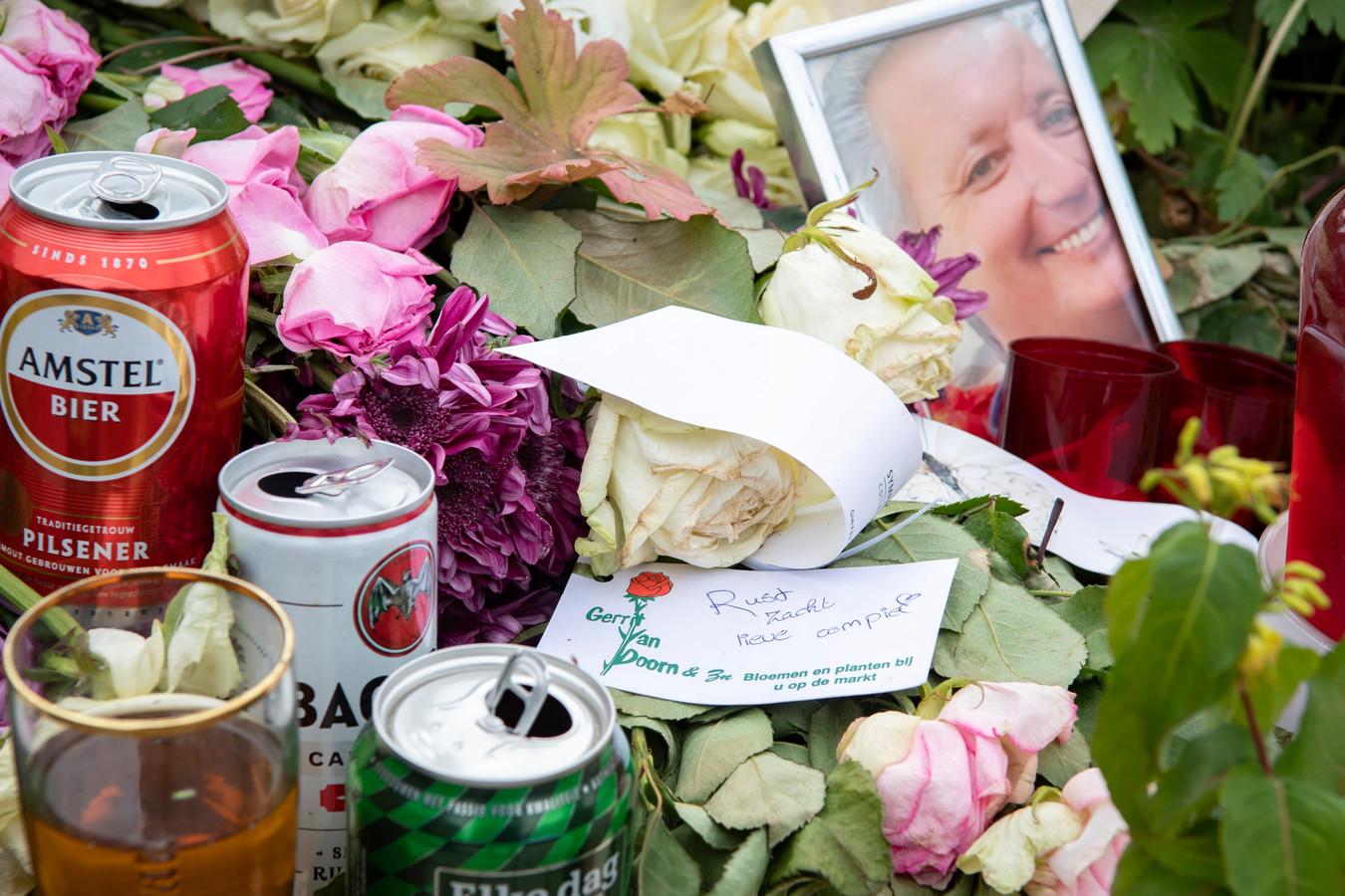 Blikjes bier en Bacardi op de plek waar Rob van Eijk werd doodgeschoten.
