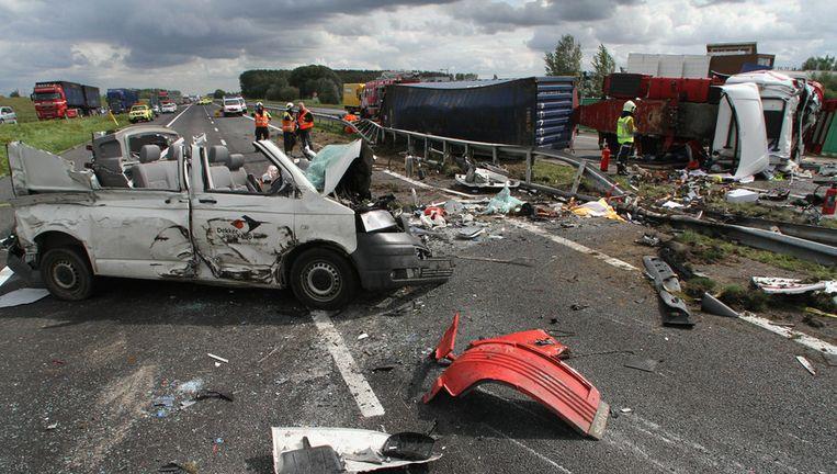 Archieffoto van een ongeval met twee verkeersdoden op de A15 Beeld anp