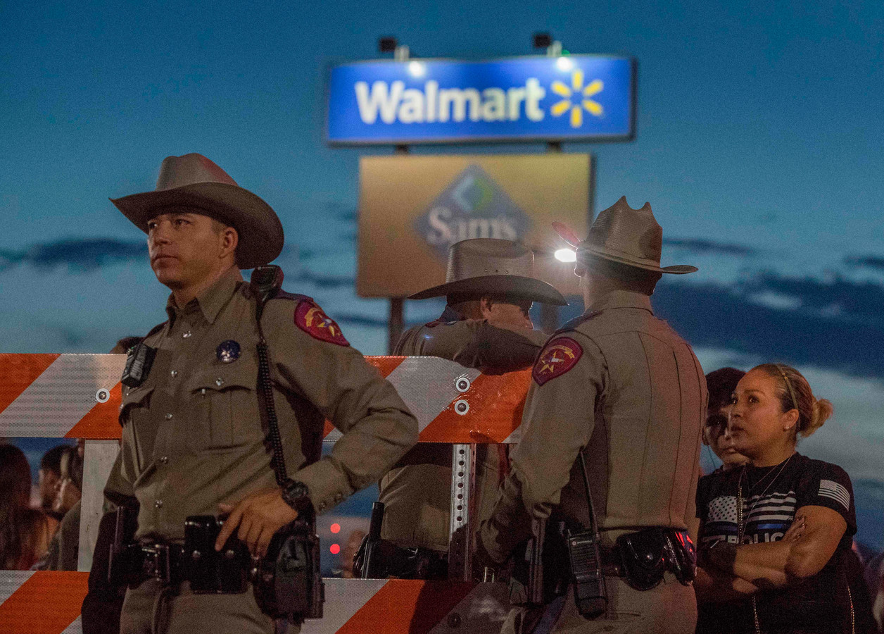 In een Walmart-winkel in El Paso, in de staat Texas, kostte een schietpartij het leven aan 22 mensen.
