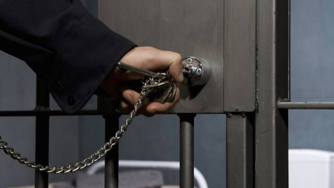 Gevangenis moet 600 sloten veranderen door één WhatsApp-foto