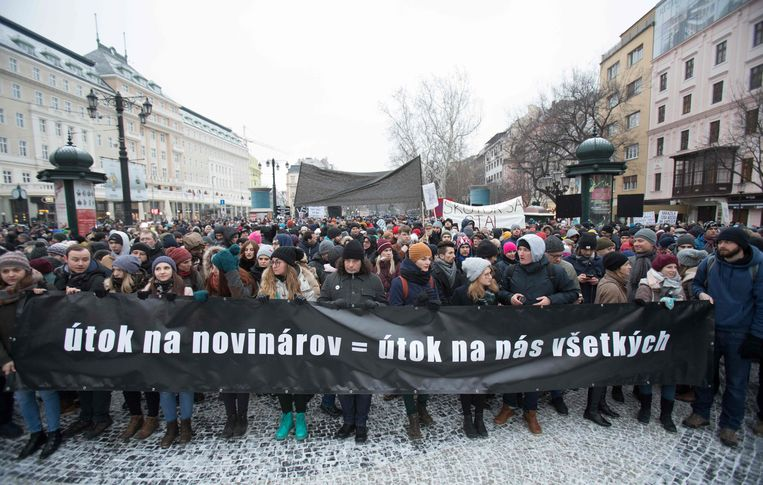 Vrijdagavond namen tienduizenden mensen in verschillende Slovaakse steden deel aan rouwdemonstraties voor Kuciak en zijn verloofde.