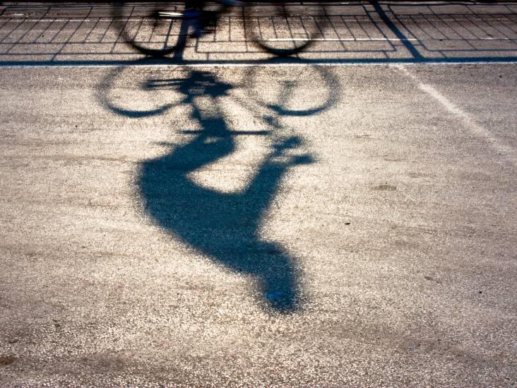 Spugende fietser teistert Waalwijk en Kaatsheuvel: vier mensen in gezicht gespuugd