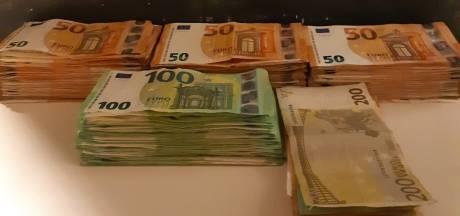 Man met vals identiteitsbewijs aangehouden met bijna 30.000 euro cash in een doos in zijn hotelkamer