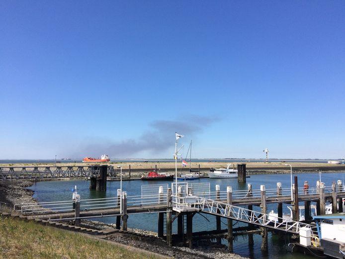 Zelfs in Terneuzen is de rook goed te zien.