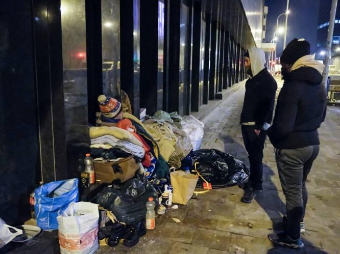 """REPORTAGE. Wij gingen mee daklozen uit de vrieskou halen met sociale werkers: """"Soms kan je alleen controleren of iemand nog ademt"""""""