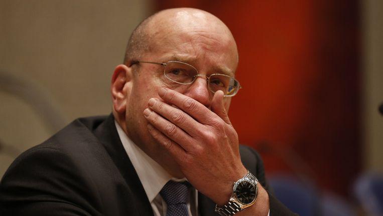 Staatssecretaris Teeven van Asiel in het debat over de omgekomen Russische asielzoeker Dolmatov. De staatssecretaris kreeg van een deel van de oppositie een motie van wantrouwen. Beeld ANP