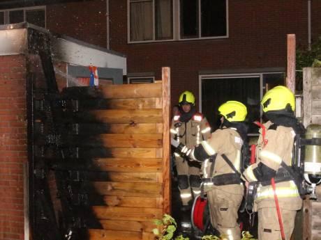 Schutting in brand gestoken en auto besmeurd in Zierikzee
