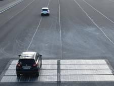 Proef met zonnecellen in vluchtstrook langs A2