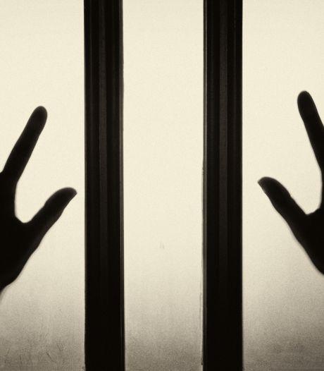 Verdachte (30) van seksueel misbruik 12-jarige jongen in leegstaand pand doet poging tot zelfdoding