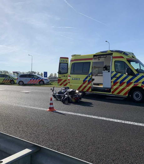 Politie complimenteert omstanders na ongeluk met motorrijder op N50