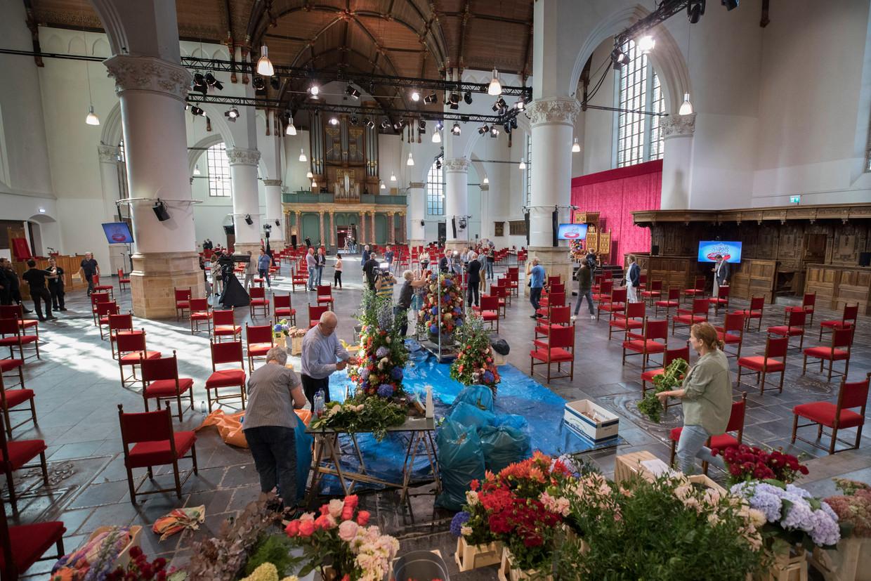De Grote Kerk, waar vandaag Willem-Alexander de troonrede leest, wordt in gereedheid gebracht.