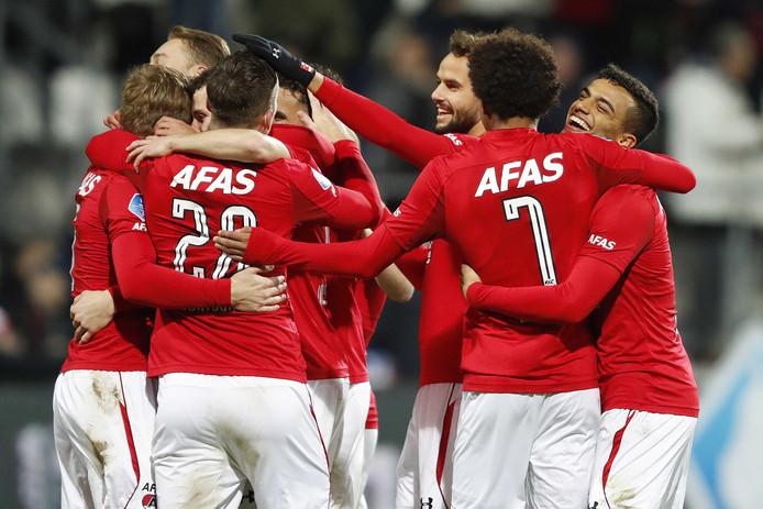 Spelers van AZ vieren de 5-0 tijdens de TOTO KNVB Beker wedstrijd tegen PEC Zwolle.