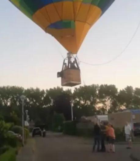 Luchtballon maakt noodlanding middenin Bossche woonwijk, piloot krijgt applaus als hij veilig aan grond staat
