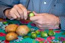 Velp, 13 maart 2019. Ouderen werken mee aan de maaltijd bij Verzorgingshuis de Biesdel. voor rubriek Lekker . Foto: Gerard Burgers
