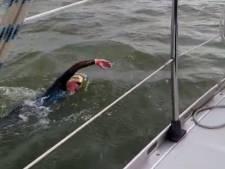 Jan Brink troeft jonkies af in Zwartepolder zeezwemtocht