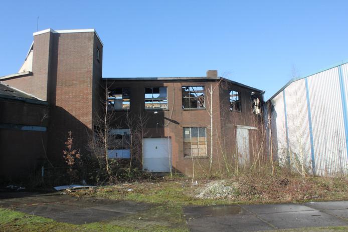 In dit gedeelte, amper zichtbaar vanaf de openbare  weg, woedde zondagavond de brand.