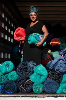 Suéli zamelt 650 slaapzakken in voor vluchtelingen: 'Ik moest gewoon iets doen'