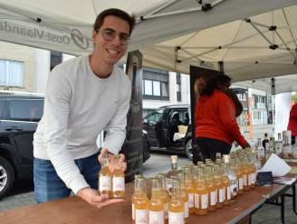 """Jens (24) en Enrique (24) lanceren Sentse appeltonic: """"Het staat voor de schoonheid van onze streek en mixt ideaal met Zelzaatse gin"""""""
