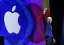 Apple-ceo Tim Cook  op de WWDC van 2015. Software, niet hardware staat daar centraal: het week durende evenement is speciaal bedoeld voor bedrijven en experts die software ontwikkelen voor alle Apple apparaten. REUTERS/Robert Galbraith/File Photo