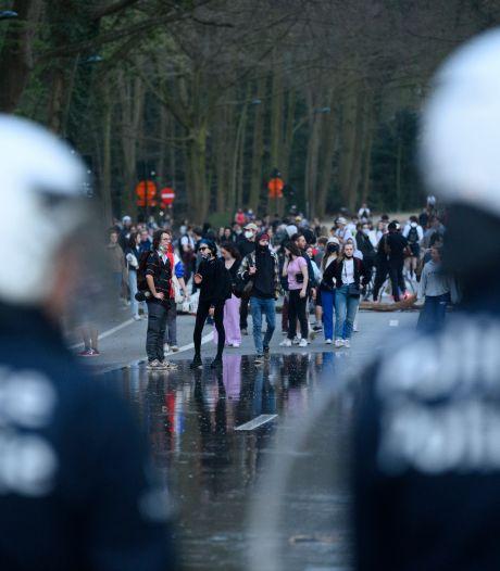 EN IMAGES: la Boum dégénère en affrontement avec la police