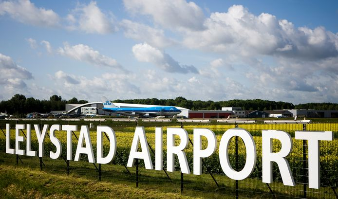 Vliegveld Lelystad Airport.