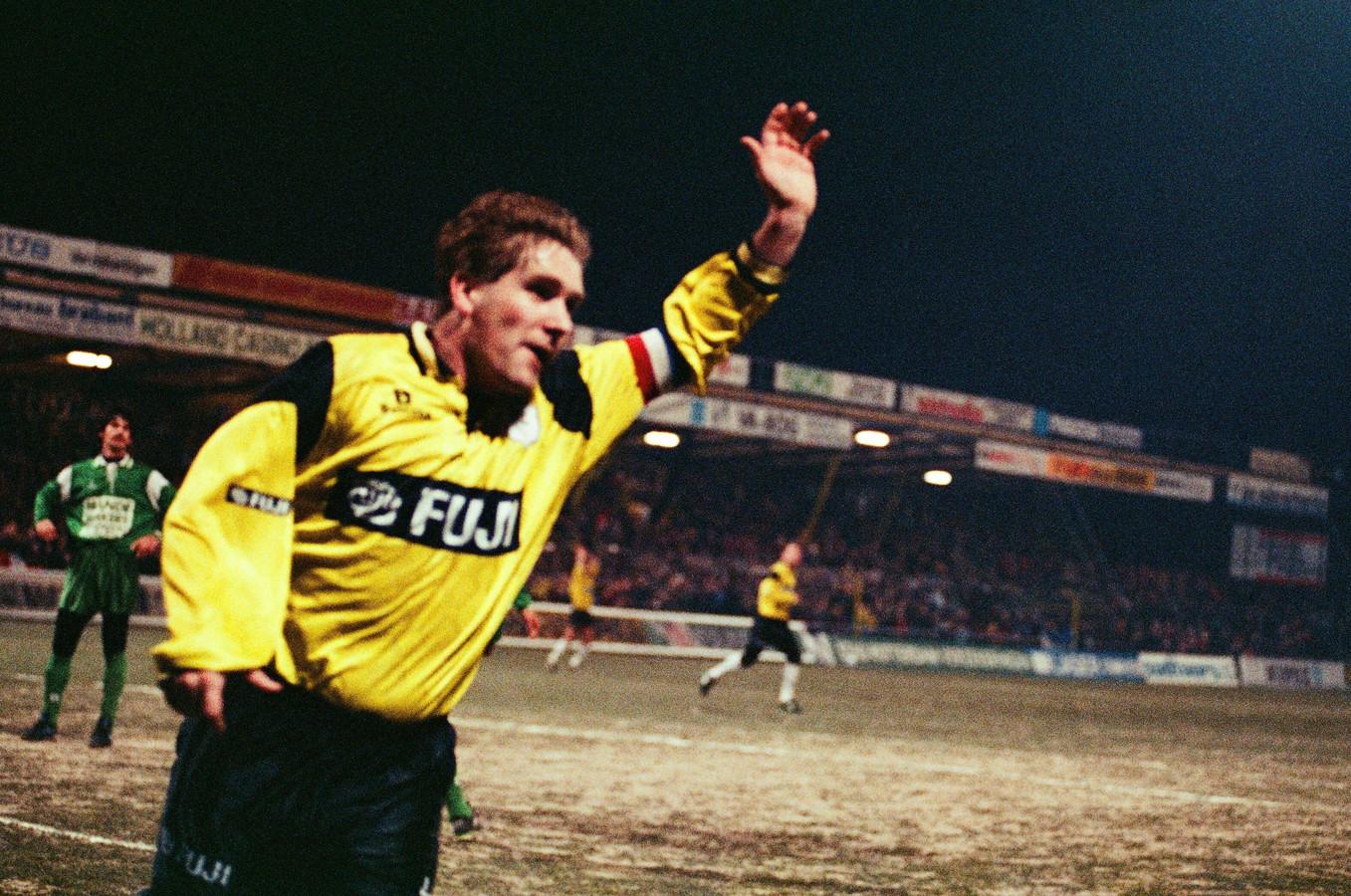 NAC-aanvoerder Ton Lokhoff tijdens een wedstrijd tegen RKC in 1994.