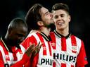 Davy Pröpper (m) en Marco van Ginkel bij PSV in 2016.