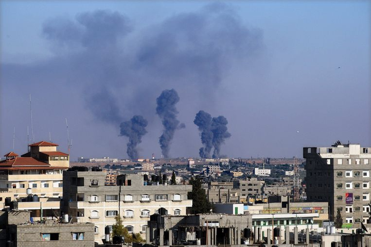 Rook stijgt op vanuit Rafah, na een Israëlische luchtaanval in de Gazastrook. Beeld Photo News