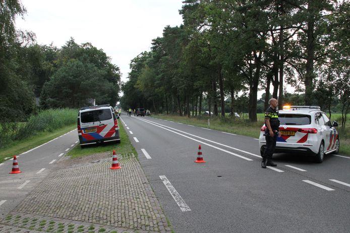 Op de N346 bij Ambt Delden is zaterdag aan het begin van de avond een fietser geschept door een voertuig.