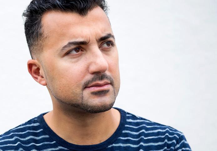 Schrijver/columnist Özcan Akyol verzorgt volgend jaar het Boekenweekessay, over het thema 'rebellen en dwarsdenkers'.