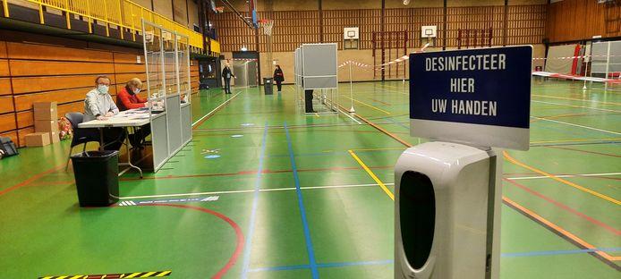 Hygiëne staat voorop in De Hazelaar waar twee stembureaus zijn.