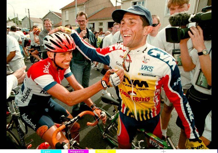 Jeroen Blijlevens (rechts) staat ook op de lijst. Hier staat hij met landgenoot Michael Boogerd, die hem feliciteert met winst in de vierde etappe. Boogerd staat niet op de lijst, maar bekende eerder doping gebruikt te hebben. Hij werd vijfde in 1998. Beeld null