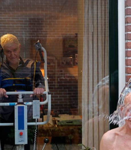 Ice Bucket Challenge op herhaling in Dalfsen, als alternatief voor nieuwjaarsduik