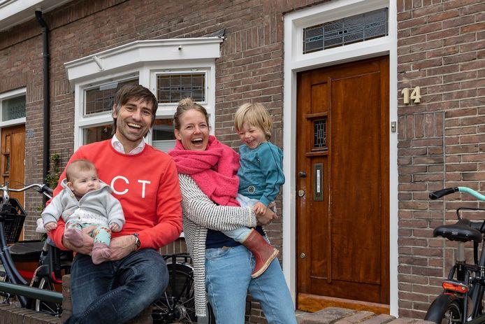 Baby Felie met ouders Frederiek en Jonke Zult-Simons en broertje Marijn.