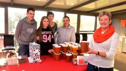 Joni verkoopt 160 liter (!) soep voor Rode Neuzen Dag