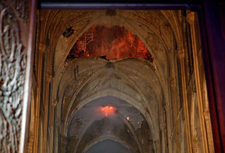 De eerste beelden van binnenin de kathedraal. Beeld AFP