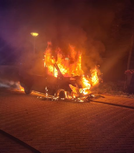 Gouwenaar ziet busje van zijn baas in vlammen opgaan: 'Grote bus werd een hoopje stof'