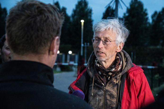 Johan Vollenbroek in in gesprek met actievoerende boeren.