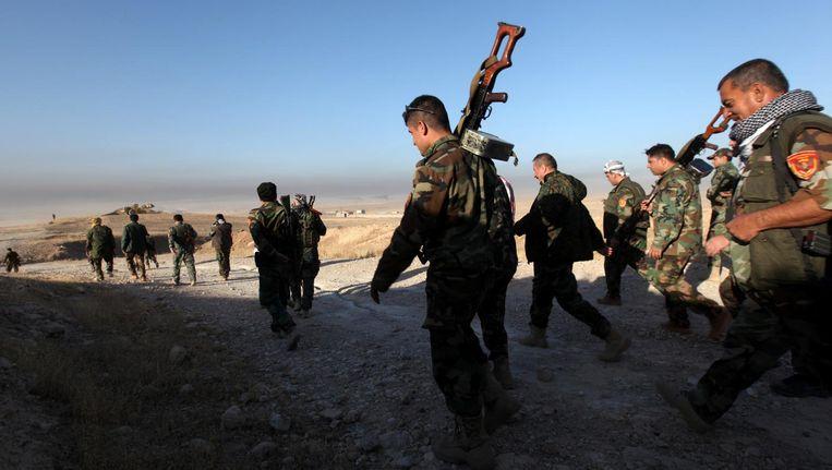 Peshmerga-troepen lopen ten oosten van Mosul tijdens een aanval op IS in Mosul. Beeld Reuters