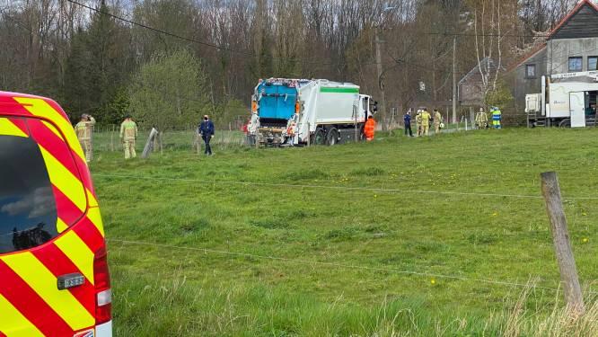 Vuilniswagen ramt elektriciteitspaal: tv ontploft en mogelijk nog meer toestellen beschadigd